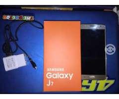 Samsung Galaxy J7 dorado