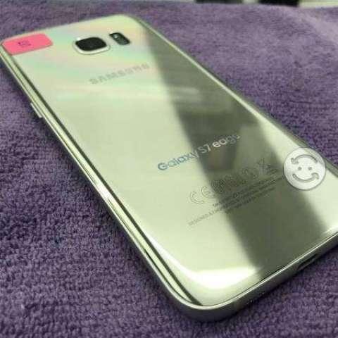 Samsung s7 edge seminuevo con detalle